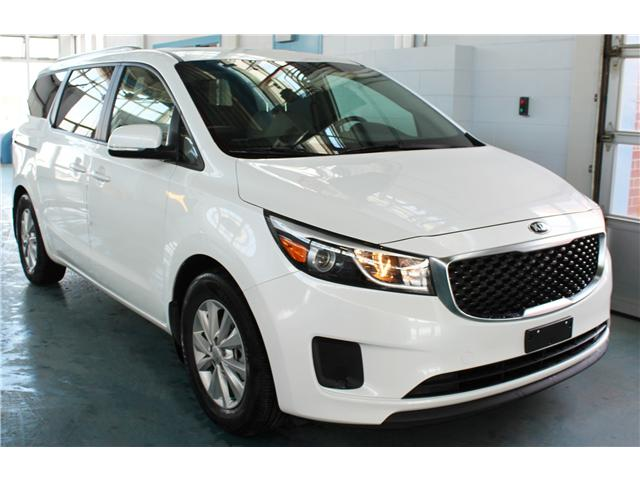 2017 Kia Sedona LX (Stk: BB258084) in Regina - Image 2 of 17