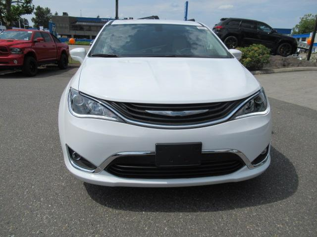 2018 Chrysler Pacifica Hybrid Touring Plus (Stk: J175665) in Surrey - Image 2 of 23