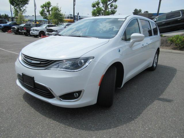2018 Chrysler Pacifica Hybrid Touring Plus (Stk: J175665) in Surrey - Image 3 of 23