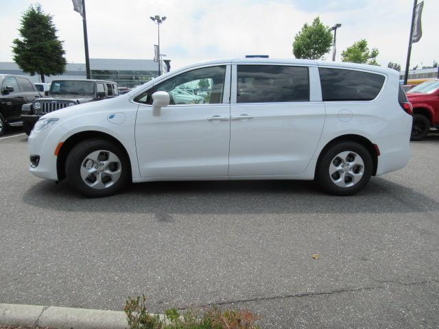 2018 Chrysler Pacifica Hybrid Touring Plus (Stk: J175665) in Surrey - Image 4 of 23