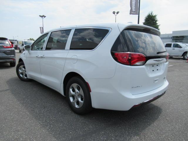2018 Chrysler Pacifica Hybrid Touring Plus (Stk: J175665) in Surrey - Image 5 of 23