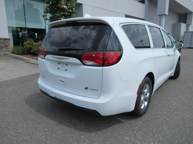 2018 Chrysler Pacifica Hybrid Touring Plus (Stk: J175665) in Surrey - Image 7 of 23