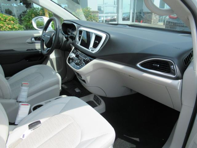 2018 Chrysler Pacifica Hybrid Touring Plus (Stk: J175665) in Surrey - Image 19 of 23