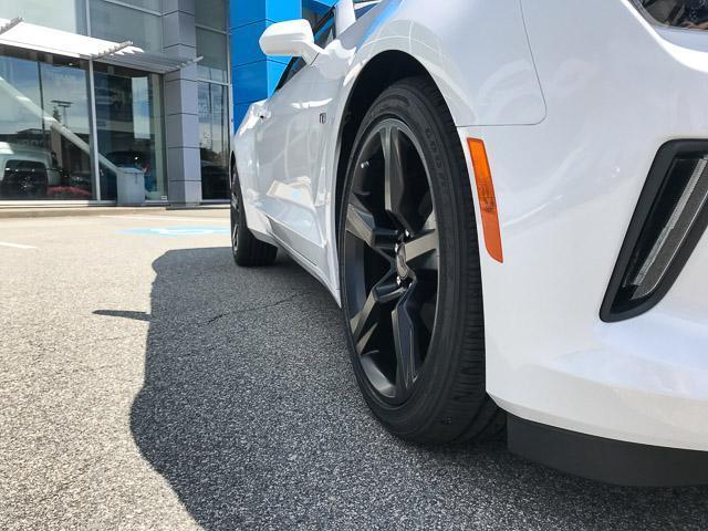 2018 Chevrolet Camaro 1LT (Stk: 8CA13040) in North Vancouver - Image 4 of 7