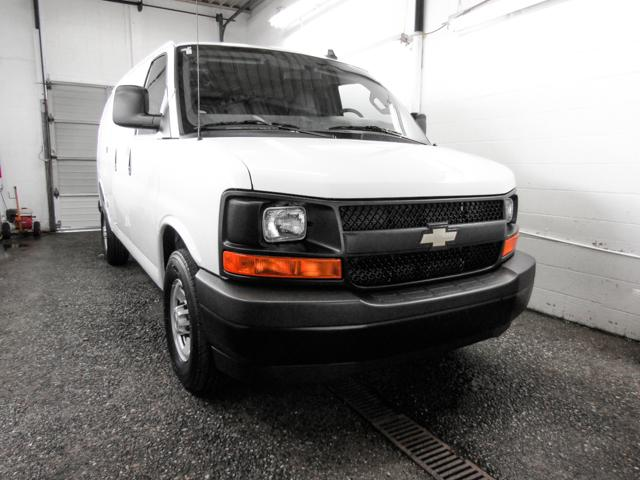 2017 Chevrolet Express 2500 1WT (Stk: P9-55230) in Burnaby - Image 2 of 23