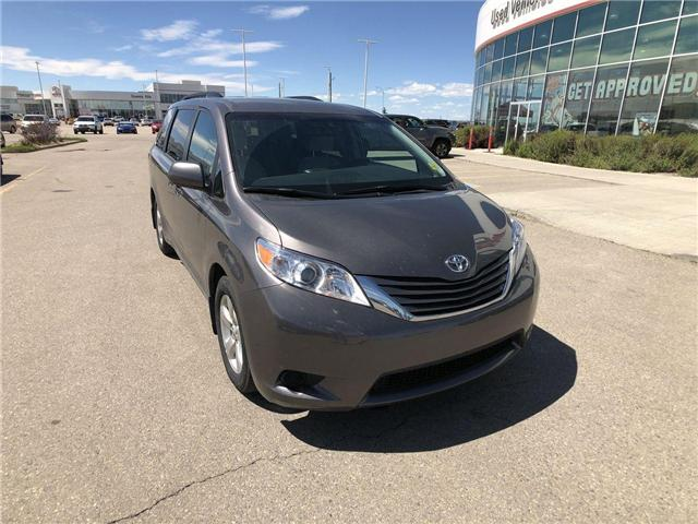2017 Toyota Sienna LE 8 Passenger (Stk: 284129) in Calgary - Image 2 of 16