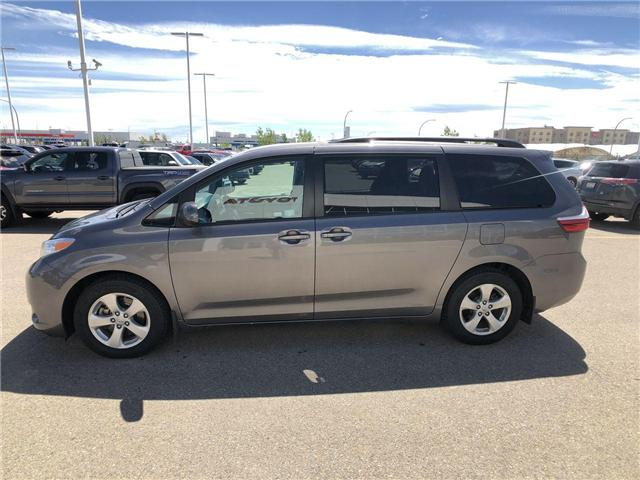 2017 Toyota Sienna LE 8 Passenger (Stk: 284129) in Calgary - Image 5 of 16