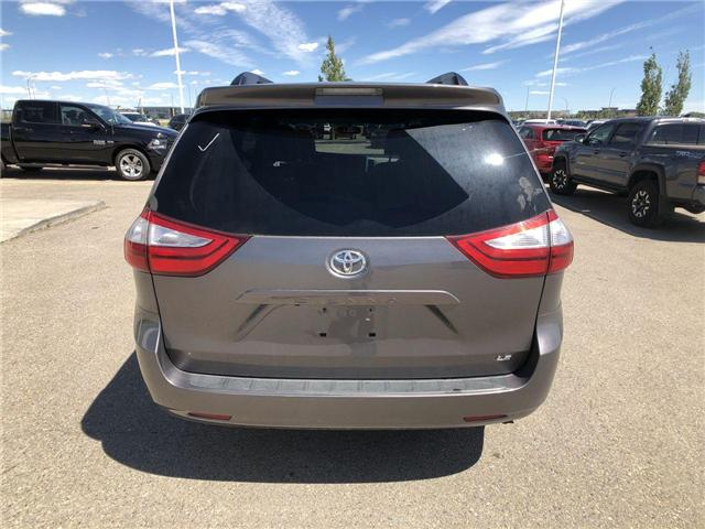 2017 Toyota Sienna LE 8 Passenger (Stk: 284129) in Calgary - Image 7 of 16