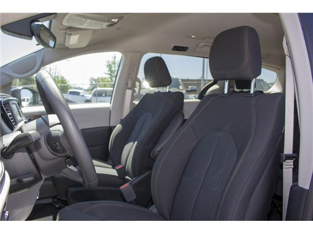 2017 Chrysler Pacifica LX (Stk: EE891550) in Surrey - Image 10 of 25