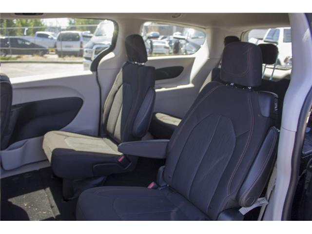 2017 Chrysler Pacifica LX (Stk: EE891550) in Surrey - Image 12 of 25