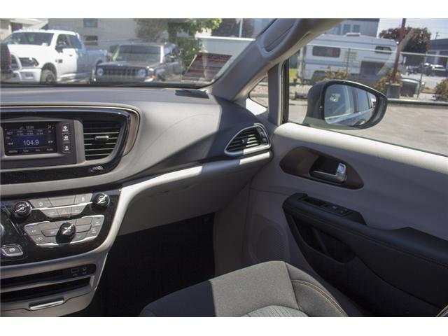 2017 Chrysler Pacifica LX (Stk: EE891550) in Surrey - Image 14 of 25