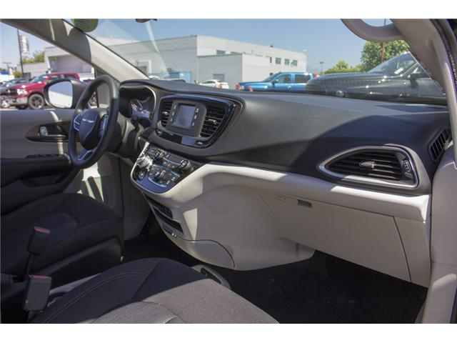 2017 Chrysler Pacifica LX (Stk: EE891550) in Surrey - Image 16 of 25