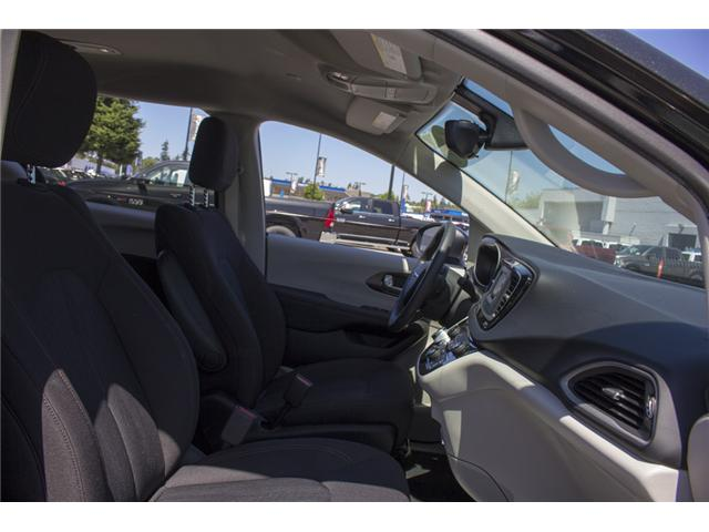 2017 Chrysler Pacifica LX (Stk: EE891550) in Surrey - Image 17 of 25
