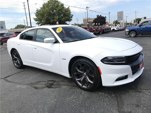 2017 Dodge Charger R/T 5.7L Hemi Sun Roof Heated Leather (Stk: 44518) in Windsor - Image 1 of 11