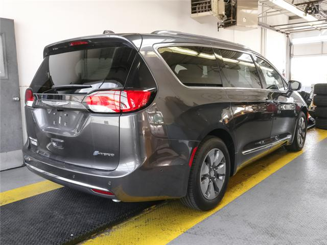 2018 Chrysler Pacifica Hybrid Limited (Stk: W181930) in Burnaby - Image 2 of 6