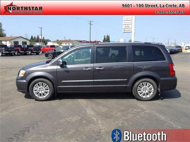 2015 Chrysler Town & Country Limited (Stk: QU031A) in  - Image 1 of 9