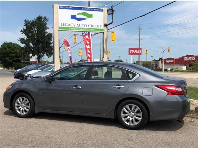 2017 Nissan Altima 2.5 S (Stk: L8576) in Waterloo - Image 1 of 18