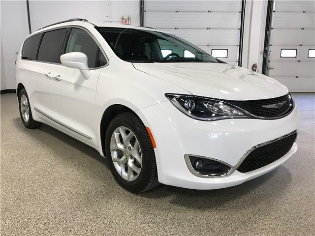 2017 Chrysler Pacifica Touring-L Plus (Stk: P11652) in Calgary - Image 2 of 12
