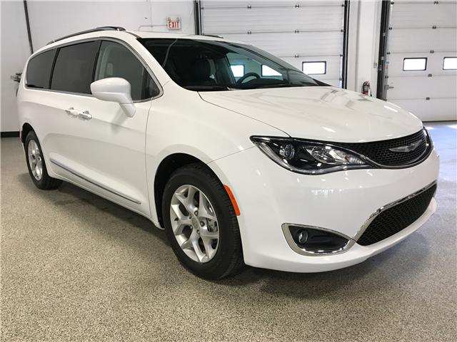 2017 Chrysler Pacifica Touring-L Plus (Stk: P11651) in Calgary - Image 2 of 13