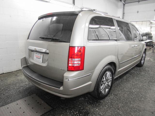 2008 Chrysler Town & Country Limited (Stk: N8-80301) in Burnaby - Image 2 of 24