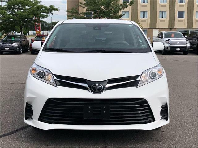 2018 Toyota Sienna LE (Stk: 18589) in Bowmanville - Image 2 of 20
