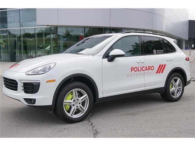 2017 Porsche Cayenne E-Hybrid S (Stk: 17946) in Oakville - Image 2 of 20