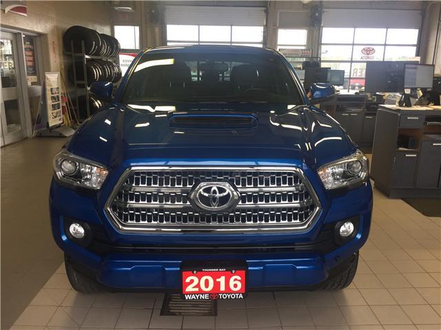2016 Toyota Tacoma SR5 (Stk: 10864) in Thunder Bay - Image 2 of 16