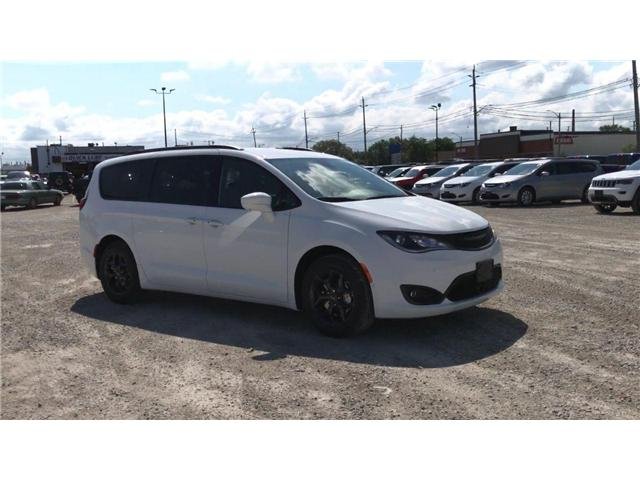 2019 Chrysler Pacifica Touring-L Plus (Stk: 19209) in Windsor - Image 2 of 11