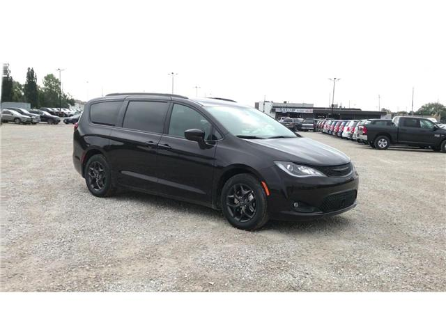 2019 Chrysler Pacifica Touring-L Plus (Stk: 19227) in Windsor - Image 2 of 11