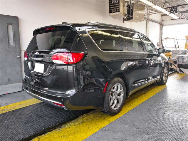 2017 Chrysler Pacifica Touring-L Plus (Stk: X-5943-0) in Burnaby - Image 2 of 25