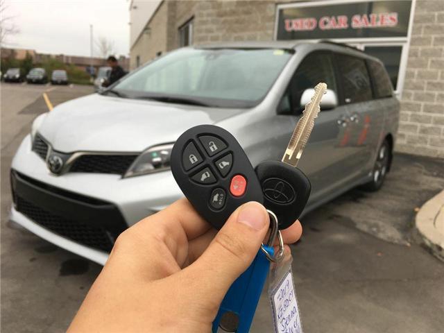 2019 Toyota Sienna FWD SE (Stk: 42101) in Brampton - Image 2 of 28