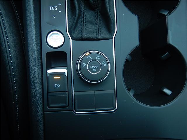 2018 Volkswagen Atlas 3.6 FSI Comfortline (Stk: KJ023442A) in Surrey - Image 6 of 17