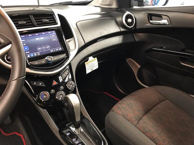 2018 Chevrolet Sonic LT Auto (Stk: 971300) in North Vancouver - Image 9 of 25
