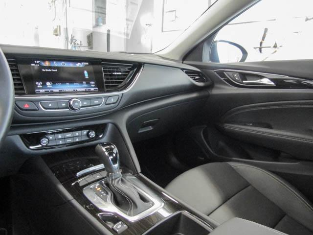 2018 Buick Regal Sportback Essence (Stk: 68-24400) in Burnaby - Image 7 of 12