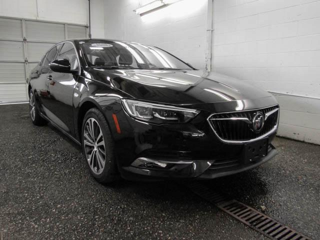 2018 Buick Regal Sportback Essence (Stk: 68-24400) in Burnaby - Image 2 of 12