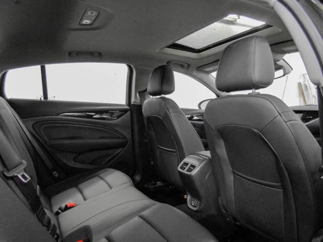 2018 Buick Regal Sportback Essence (Stk: 68-24400) in Burnaby - Image 11 of 12