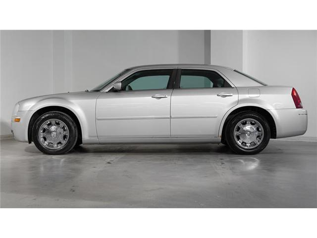 2005 Chrysler 300 Base (Stk: 52927AA) in Newmarket - Image 2 of 16
