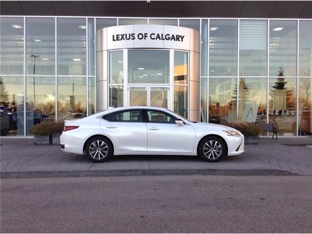 2019 Lexus ES 300h Base (Stk: 190119) in Calgary - Image 1 of 11