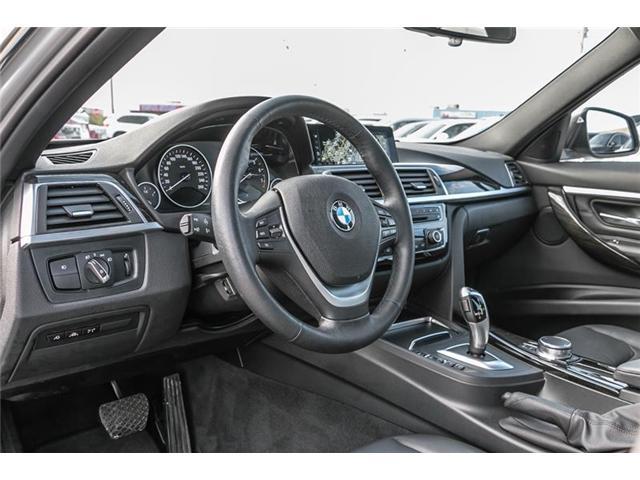 2017 BMW 330i xDrive Sedan (8D97) (Stk: U5149) in Mississauga - Image 4 of 21