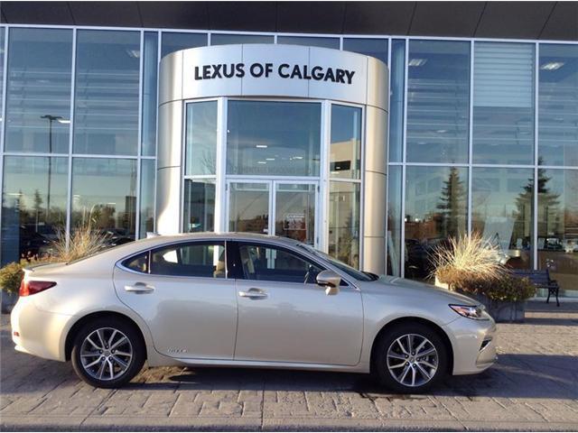2017 Lexus ES 300h Base (Stk: 190121A) in Calgary - Image 1 of 13