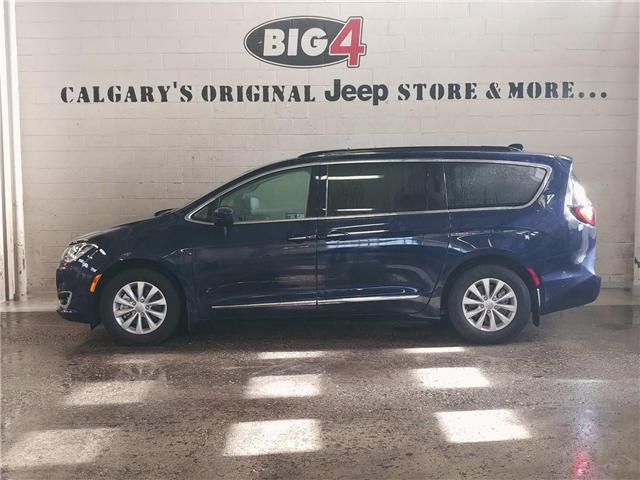2017 Chrysler Pacifica Touring-L (Stk: B10981) in Calgary - Image 2 of 16
