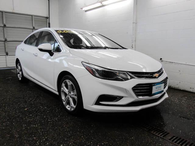 2018 Chevrolet Cruze Premier Auto (Stk: P9-56330) in Burnaby - Image 2 of 24