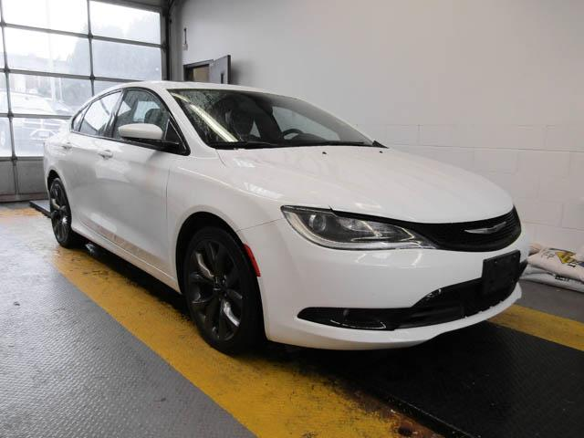 2015 Chrysler 200 S (Stk: 9-6012-1) in Burnaby - Image 2 of 24