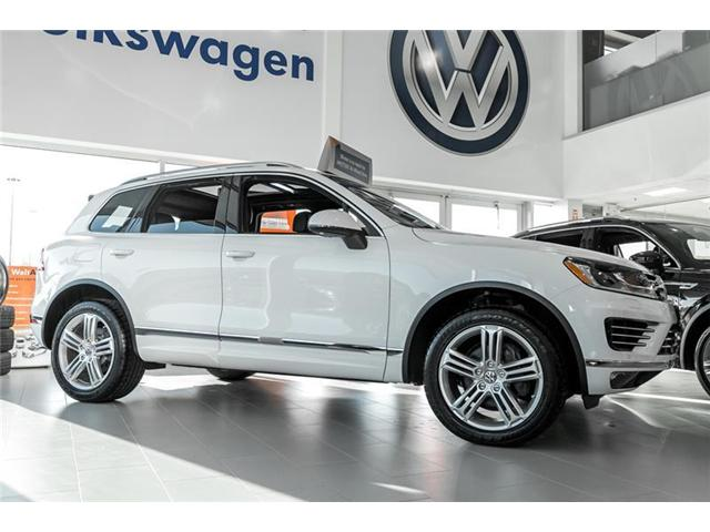 2017 Volkswagen Touareg 3.6L Execline (Stk: 94792) in Toronto - Image 2 of 16