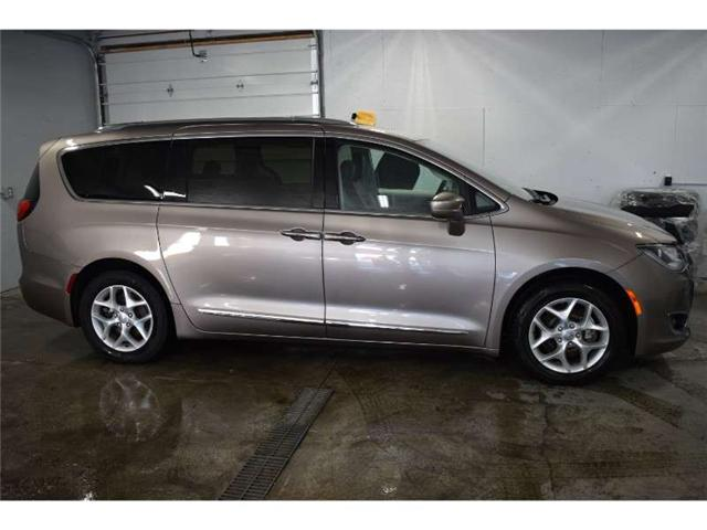 2017 Chrysler Pacifica TOURING L PLUS-BACKUP CAM * HEATED SEATS * SUNROOF (Stk: B2259) in Cornwall - Image 1 of 30