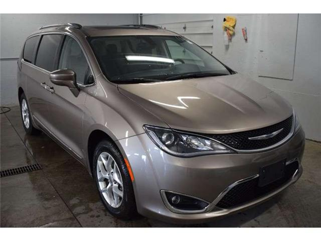 2017 Chrysler Pacifica TOURING L PLUS-BACKUP CAM * HEATED SEATS * SUNROOF (Stk: B2259) in Cornwall - Image 2 of 30