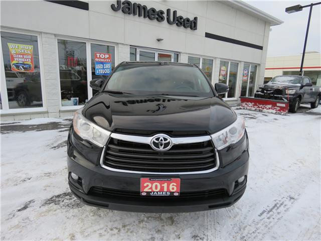 2016 Toyota Highlander LE (Stk: P02551) in Timmins - Image 2 of 9