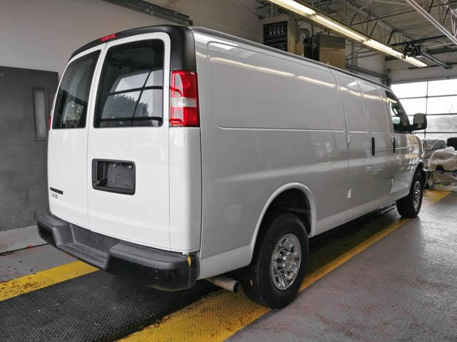2018 Chevrolet Express 2500 Work Van (Stk: P9-56560) in Burnaby - Image 2 of 23