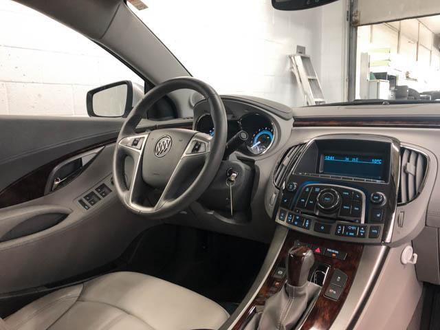 2010 Buick LaCrosse CXL (Stk: C8-57601) in Burnaby - Image 4 of 22