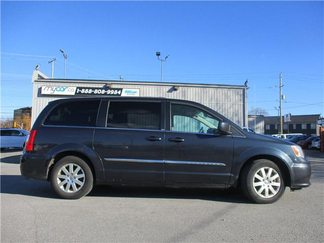 2014 Chrysler Town & Country Touring (Stk: 181850) in Kingston - Image 2 of 12